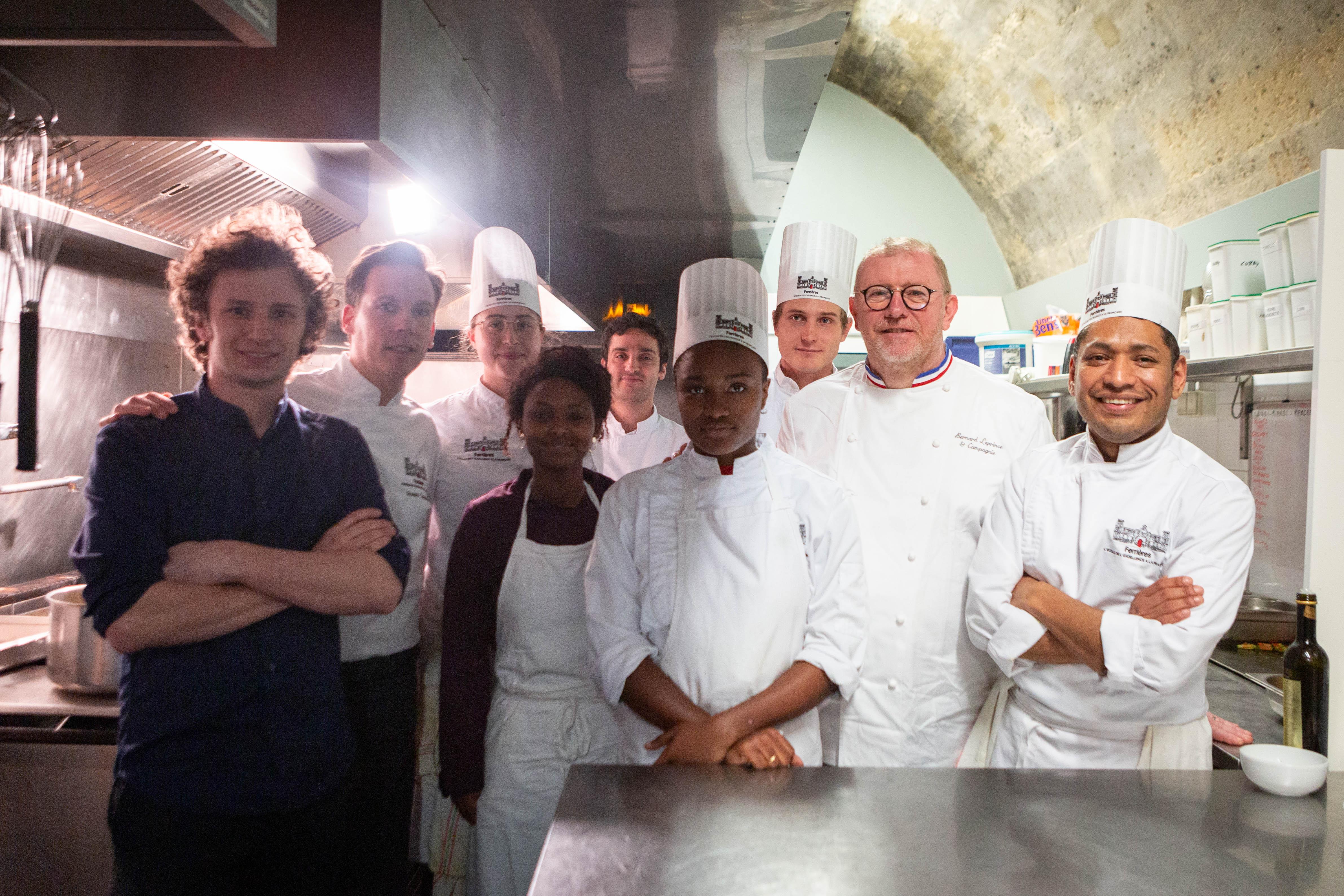 les étudiants des ateliers ferrières au Refettorio avec le Chef LePrince